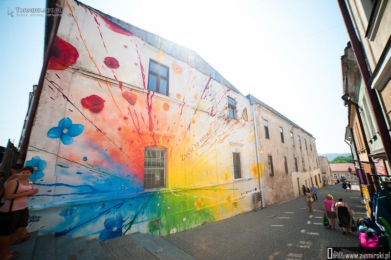 Kolorowe Graffiti Przy Wielkich Schodach Foto Wideo Tarnow W